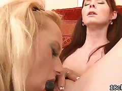 Elegant nympho is gaping spread fur pie in close-up and having orgasm