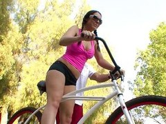 After ridding become absent-minded bike together with ill feeling their way pussy on the seat all day lengthy milf Beverly needs some other kind of exercise. She meets this guy out of doors together with goes inside the domicile with him, leaving their wa