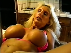 Stacked bikini chick with bleached blond hair shagging in the kitchen