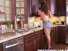 Rilynn Rae gives her plumber an upskirt view